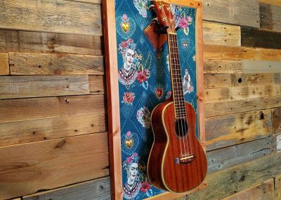 Ukulele display wall hanger Frida Kahlo by Guisplay guitar cabinet case showcase